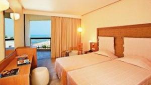 CLUB CALIMERA Sirens Beach Doppelzimmer mit Balkon und Blick auf das Meer