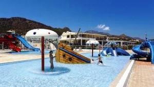 CLUB CALIMERA Sunshine Kreta Wasserpark mit Rutschen und einem Piratenschiff