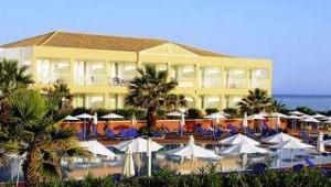 FUN CLUB Aquis Sandy Beach Resort Ansicht auf das Hauptgebäude und die Terrasse