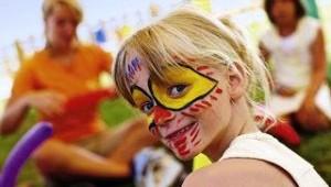 FUN CLUB Aquis Sandy Beach Resort Kinderanimation mit malen im Kids Club