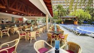 FUN CLUB Barcelo Margaritas Park Cafe in der Gartenanlage des Hotels