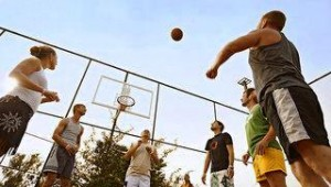 FUN CLUB Eftalia Village Basketball spielen auf dem Multifunktionsplatz