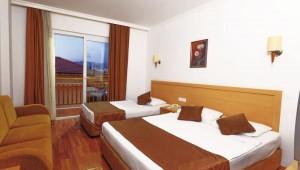 FUN CLUB Eftalia Village Doppelzimmer mit zwei Betten und Balkon