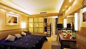 FUN CLUB Esperides Beach Familienzimmer mit Doppelbett und Hochbett