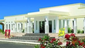 FUN CLUB Gaia Royal Village Eingang zum Hauptrestaurant neben dem Pool