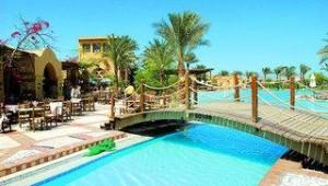 FUN CLUB Makadi Pool mit kleiner Wasserstrasse und Brücke