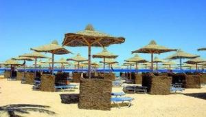 FUN CLUB Makadi Strand mit kostenlosen Liegen und Sonnenschirmen