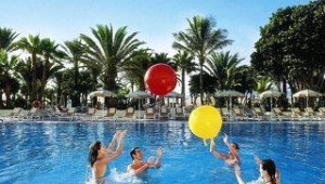 FUN CLUB RIU Oliva Beach Resort Sport und Animation in der Poolanlage