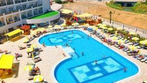 FUN CLUB Seher Sun Palace Resort & Spa Poolanlage mit Liegen und Sonnenschirmen