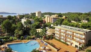 FUN CLUB Valentin Park Überblick über das Hotelgebäude und den Pool