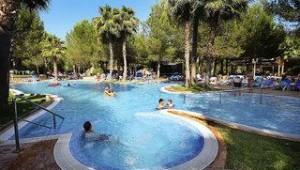 FUN CLUB Valentin Park Pool inmitten der wunderbaren Gartenanlage