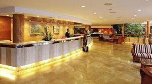 FUN CLUB Valentin Park Rezeption und Eingangshalle mit Sofas