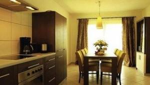 FUN CLUB Van der Valk Resort Linstow Großzügige Küche im Haus