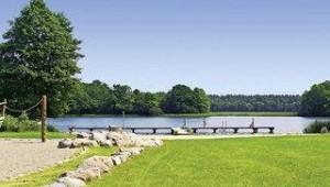 FUN CLUB Van der Valk Resort Linstow Landschaft und Blick auf den nahegelegenen See