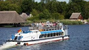 FUN CLUB Van der Valk Resort Linstow Machen Sie eine Schifffahrt auf der Seenplatte
