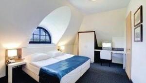 FUN CLUB Van der Valk Resort Linstow Schlafzimmer im Ferienhaus mit Doppelbett