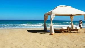 GRECOTEL Amirandes Feinsandiger Strand und kristallklares Wasser