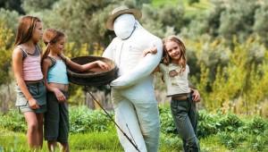 GRECOTEL Marine Palace Kinder spielen im Garten der schönen Agreco Farm
