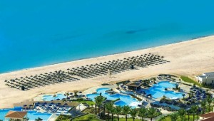 GRECOTEL Olympia Riviera Thalasso Überblick über den Strand und die Pools