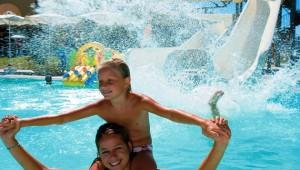 GRECOTEL Royal Park Kinderanimation in der großen Poolanlage
