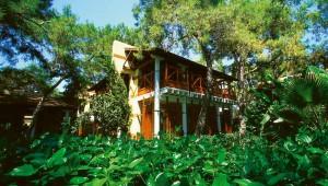 ROBINSON Club Camyuva weitläufige Gartenanlage und Bungalows mit Meerblick