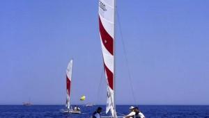 ROBINSON Club Camyuva mit dem Segelboot auf dem tiefblauem Meer