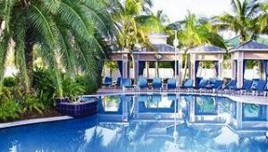 Florida Rundreise Doubletree Grand Key Resort mit großem Pool und Garten