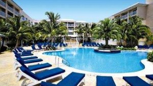 Florida Rundreise Doubletree Grand Key Resort großzügiger Pool mit Sonnenterrasse