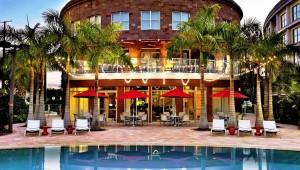 Rundreise Florida Melia Orlando Suite Hotel Hauptgebäude mit Pool