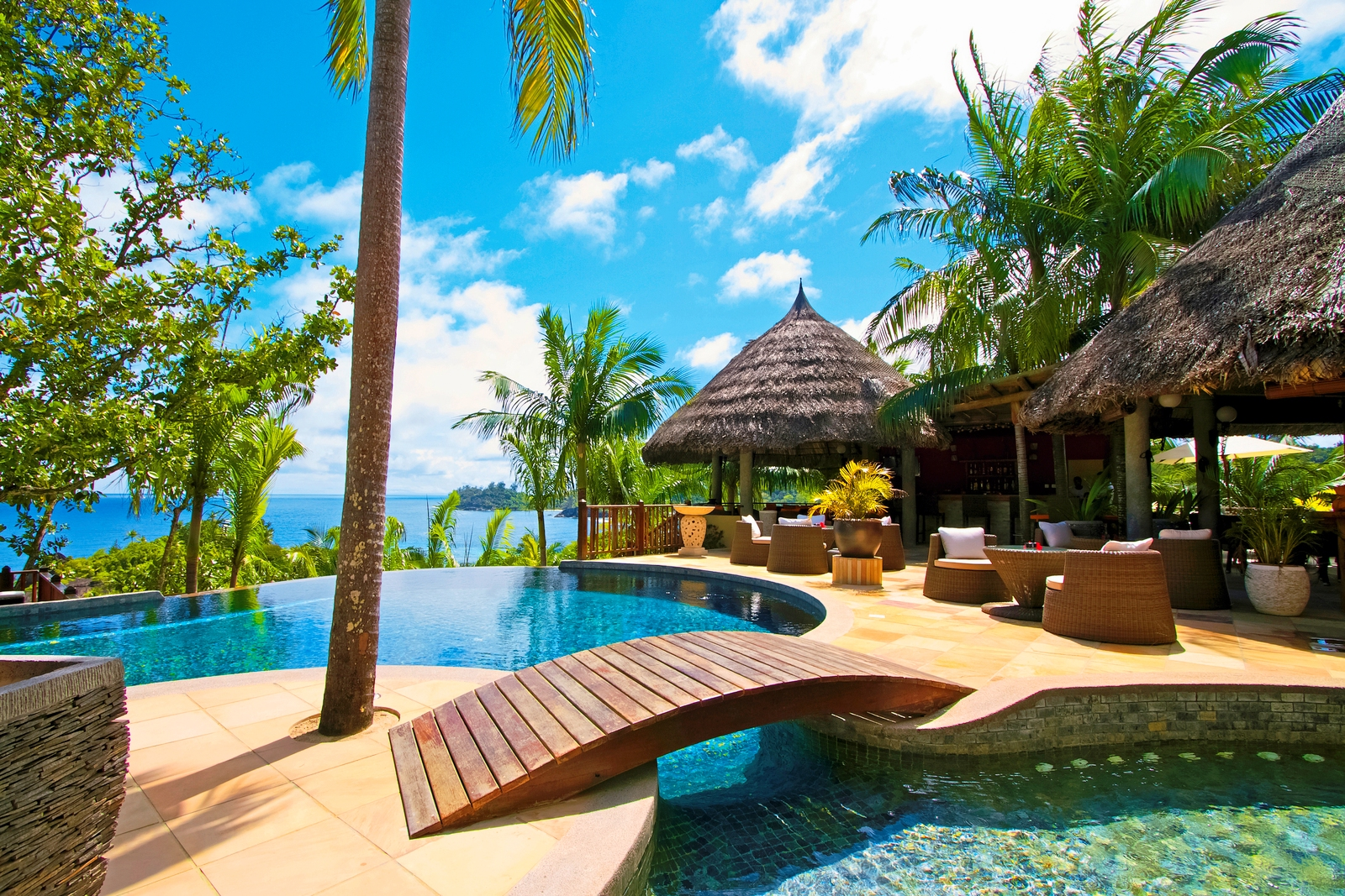 dubai seychellen erlebnisreise diko reisen kunst events. Black Bedroom Furniture Sets. Home Design Ideas