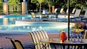 USA Ostküste Reise Blick auf den Pool sowie die Terrasse des Omni Shoreham