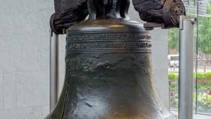 USA Ostküste Reise Liberty Bell in Philadelphia gegenüber der Independence Hall