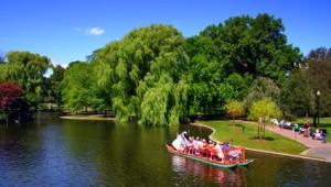 USA Ostküste Reise Fahrt auf dem See durch den schönen Boston Public Garden
