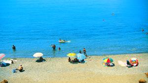 Inselhüpfen Griechenland Amphitrite Hotel Strand
