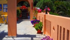 Inselhüpfen Griechenland Amphitrite Hotel Terrasse