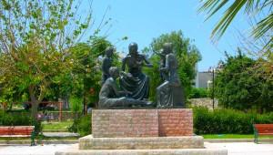 Inselhüpfen Griechenland Hippocrates Statue Kos
