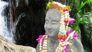Thailand Rundreise Diese kleine Persönlichkeit besucht Sie vor dem liegendem Buddha