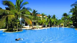 Thailand Rundreise Der großzügige Pool im First Bungalow Beach Resort auf Koh Samui