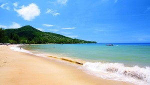 Thailand Rundreise Dieser Strand vor Phuket lädt zu herrlichen Strandspaziergängen ein