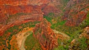 West USA Rundreise Ein Blick in die Schluchten des Zion National Parks vom Angels Landing