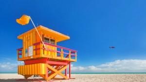 West USA Rundreise Bunter Rettungsschwimmer Stand direkt am Meer