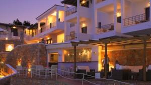 Inselhüpfen Sporaden - Hotel Atrium Pool bei Nacht