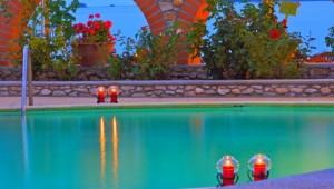 Inselhüpfen Sporaden - Hotel Esperides Beach Pool bei Nacht