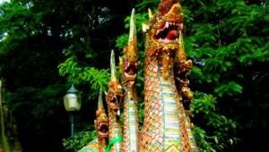 Thailand Rundreise Die Treppen zum Wat Doi Suthep auf Ihrer Thailand Rundreise