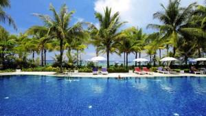 Thailand Rundreise Kamala Beach Resort mit Blick auf den Pool und Strand
