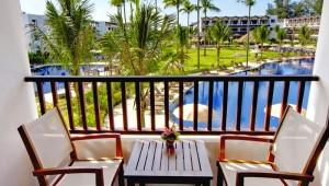 Thailand Rundreise Kamala Beach Resort Terrasse mit Blick auf den Garten