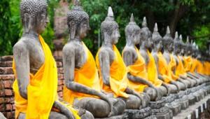 Thailand Rundreise Buddhistischer Tempel mit Buddha Statuen
