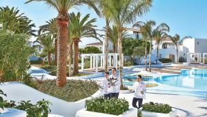 Ein Blick auf die Poollandschaft des GRECOTEL Caramel Boutique Resort