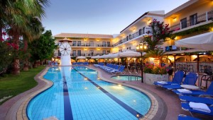Kreta Rundreise - Hotel Almyrida Beach Pool