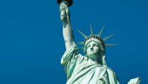 Freiheitsstatue auf Liberty Island vor New York